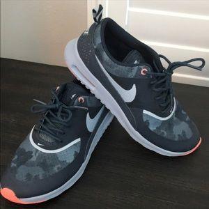 Women's Nike Air Max Thea Size 8 Blue Camo